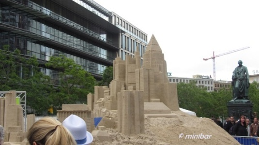 7645 Sand-Wolkenkratzer