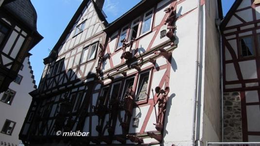 LimbIMG_9874 Figuren an der Wand