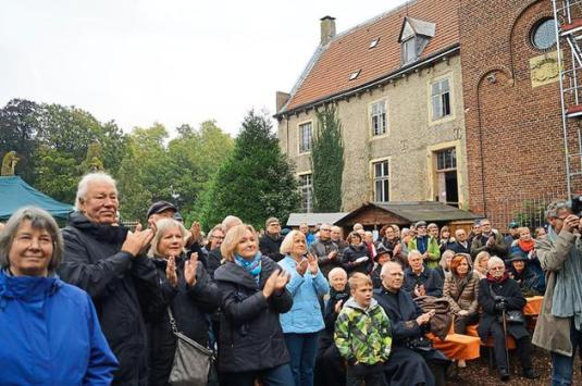 SchlossErwachen-Denkmal-ins-Bewusstsein-ruecken_image_630_420f_wn